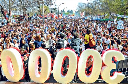 Cerca de diez mil personas se movilizaron para acompañar la sentencia de la megacausa.