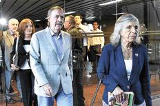 El gobernador cordobés Juan Schiaretti, ayer, junto a Sonia Torres. Imagen: Télam